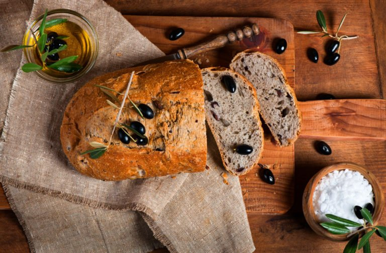 Olive bread teleported to the Keto planet – Greek Eliopsomo
