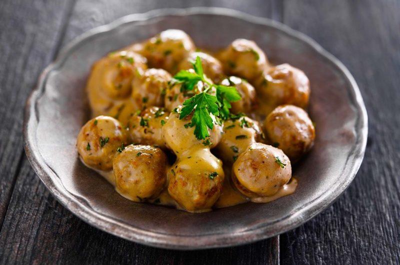 Greek meatballs with lemon sauce (Giouvarlakia avgolemono)