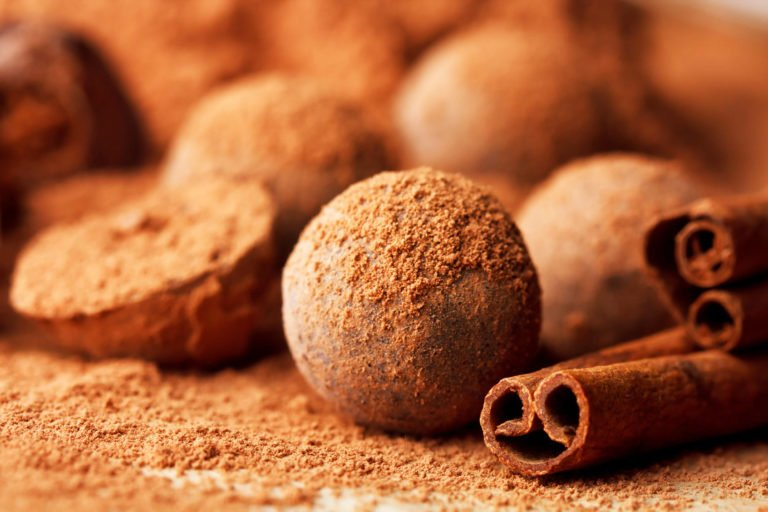 Keto cinnamon truffles – with the magic number 12