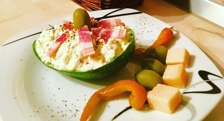 Keto avocado salad with Cretan spirit
