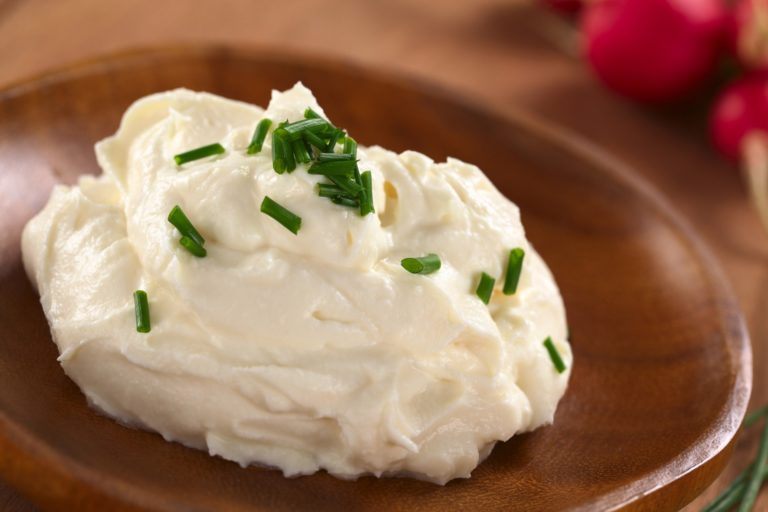 Homemade cream cheese with 2 ingredients – Greek yoghurt and salt