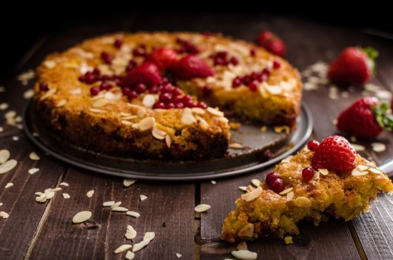 Crumbly Keto Pie with Red Berries