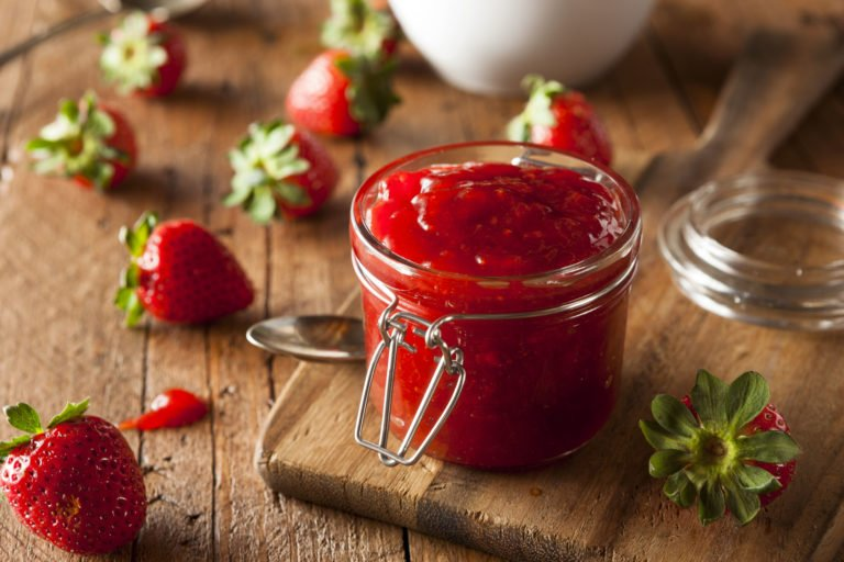 Keto strawberry Marmalade – Raw and healthy low-carb treat