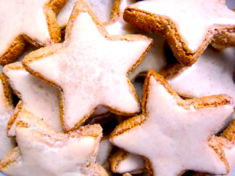 Keto Christmas cookies – Let the German Zimtsterne open the season with a Greek twist