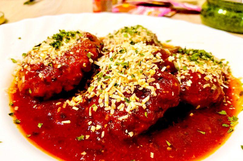 Lamb burgers in rosehip sauce