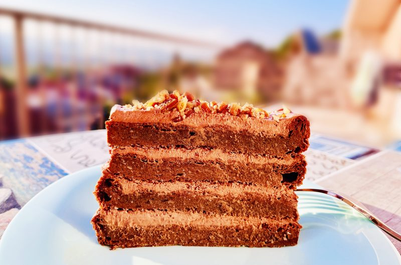 Keto chocolate cinnamon cake